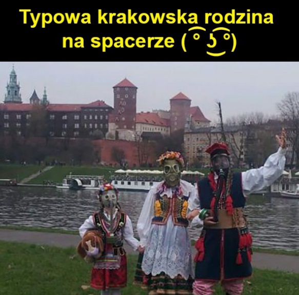 Typowa krakowska rodzina na spacerze