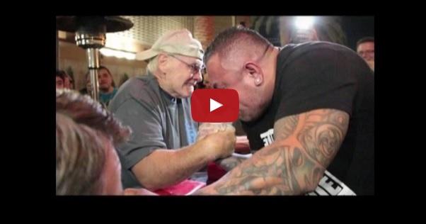 Co za hardcore! 70-letni dziadek dosłownie niszczy koksa w siłowaniu na rękę! Video