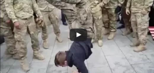 A zrobisz tak?! Polski nastolatek zagiął amerykańskich żołnierzy robiąc pompki w staniu na rękach! Video