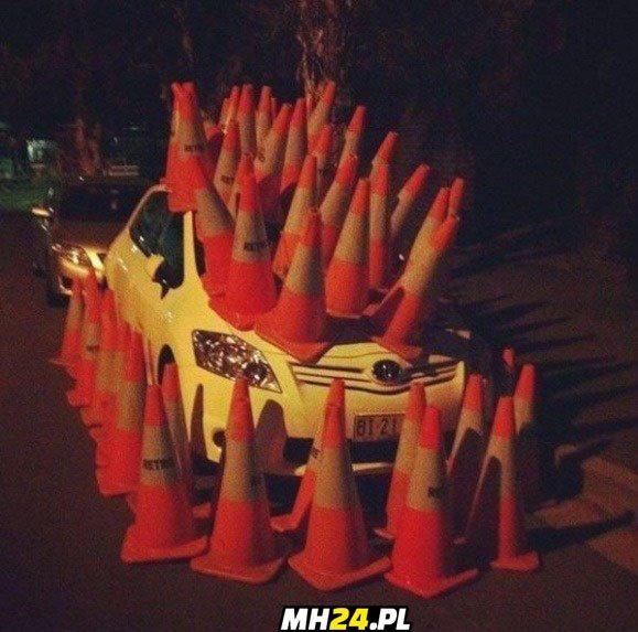 Dobra kara za złe parkowanie xD