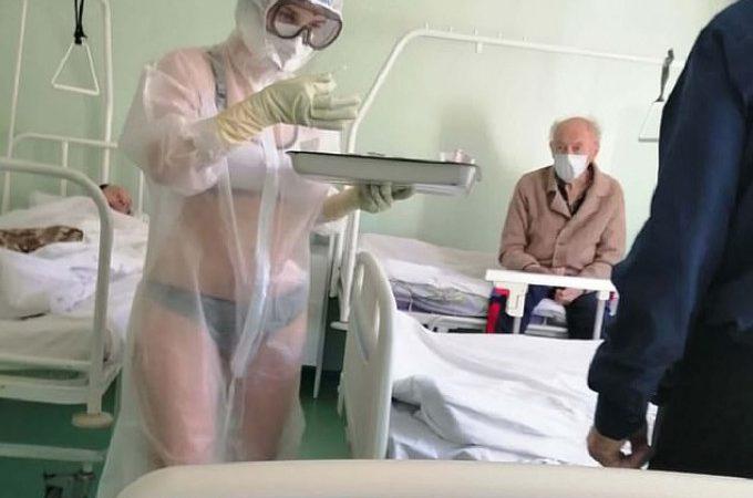 """Pielęgniarka w bieliźnie pod prześwitującym kombinezonem """"ożywiła"""" pacjentów, ale dostała reprymendę"""